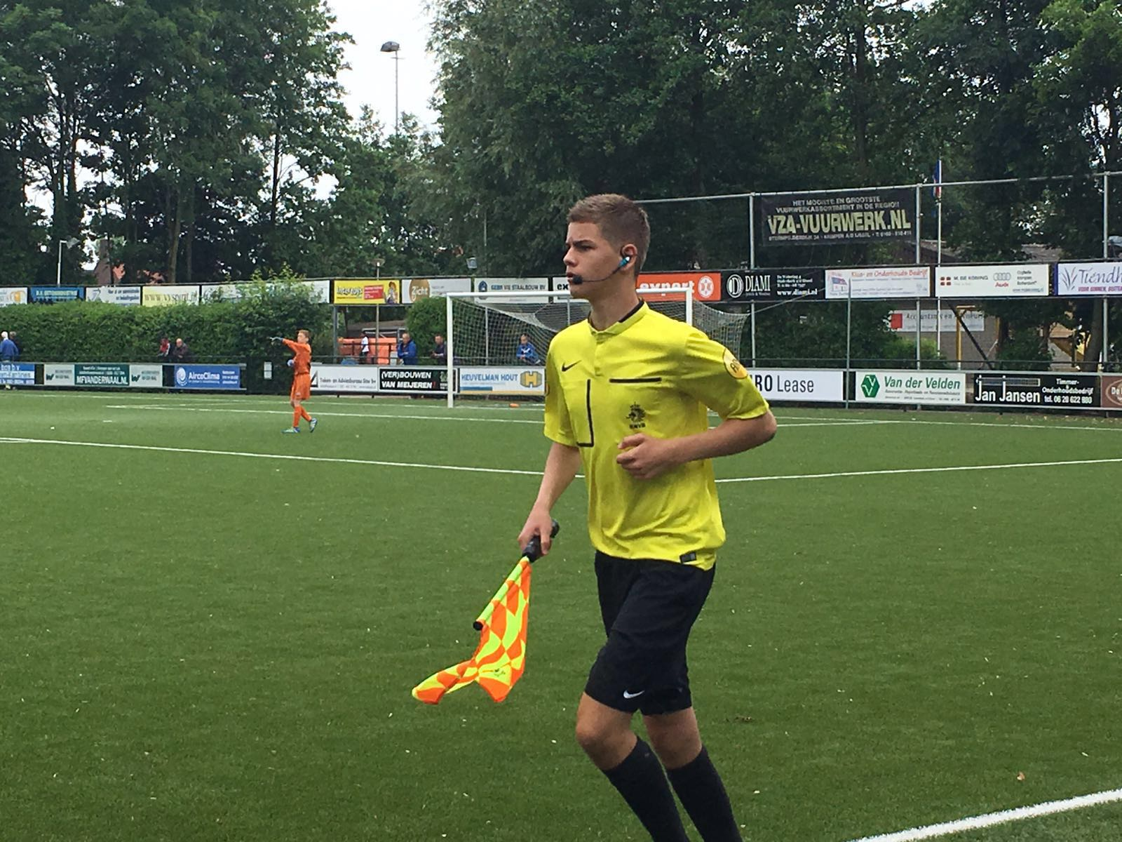 /wireless-communication-system-assistent-referee-soccer-axiwi