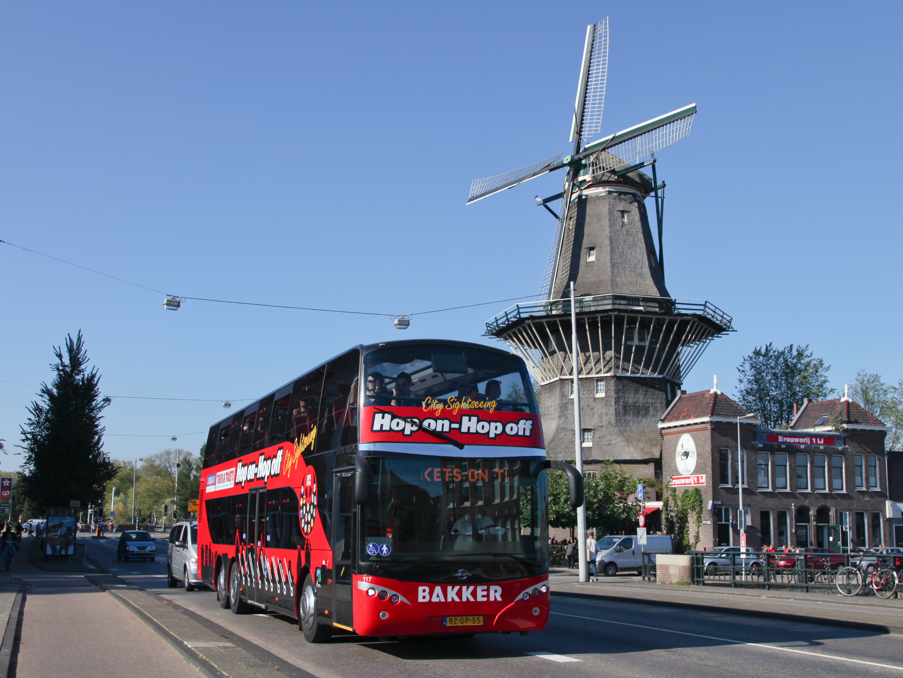 axiwi-wireless-communication-system-guided-city-tours