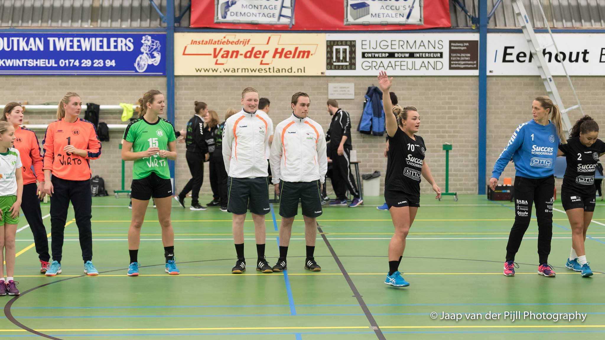 5-tips-for-effective-communication-with-a-communication-system-from-Handball-referee-Koen-Stobbe